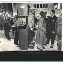 1973 Press Photo Criminal Court Metal Detector - RRW52747