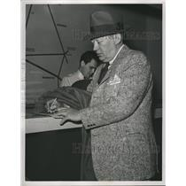 1949 Press Photo larry McPhail Brooklyn Dodgers Airport - RRQ33347