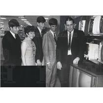 1968 Press Photo Berry High School students with prize Television set donated