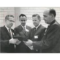 1965 Press Photo Alabama Officials Discuss Traffic Safety - abna29751