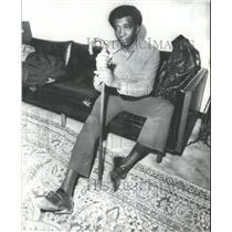 1972 Press Photo Cuba Goldman, Former Birmingham Native donates money