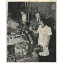 1950 Press Photo Compton Manufacturing Line Filled Jars - RRW51265