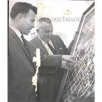 1965 Press Photo James Wright, City Planning Director with Other looking at map