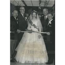 1961 Press Photo Miss Magnolia helps open Epp's Jewelry Company, Alabama