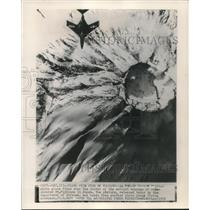 1956 Press Photo F9F Cougar fighter flying over snow covered Mt Fujiyama, Japan
