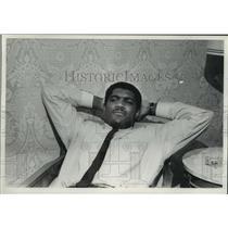 1966 Press Photo Ernie Terrell, U.S. Boxer in Milwaukee, Wisconsin - mjc06820