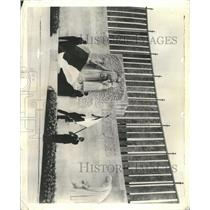 1938 Press Photo Frances memorial Motherhood Paris - RRX95425