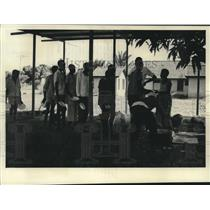 1965 Press Photo Arriving refugees served a hot meal of rice and beans, Tanzania