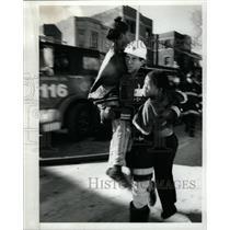 1991 Press Photo American Red Cross Worker - RRW23659