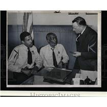 1948 Press Photo Wayne Jail guards Harrison Gordon - RRW02043