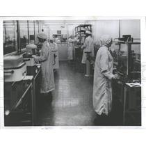 1957 Press Photo Garments workers manufacturing plant