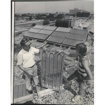1975 Press Photo A Rooftop Solar Energy Collector - RRW48643