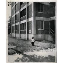 1962 Press Photo Hudson guiding mentally virtal plays