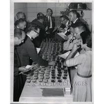 1961 Press Photo Fair Chicago Wine McCormick Place Tast - RRW23817