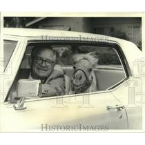 1969 Press Photo Ray Ely and Toy McCoy, palomino, smallest horse, ride in a car