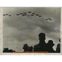 1939 Press Photo Dutchmen watch the Nazi Plane during Border Maneuvers