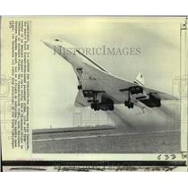 1971 Press Photo The white Concorde takes of from Le Bourget Airport in Paris