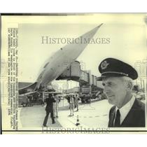1976 Press Photo Air France Captain Pierre Dudal in front of the Concorde SST
