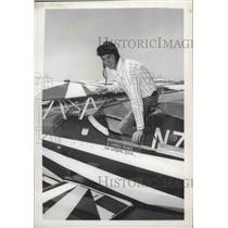 1977 Press Photo Professional Aerobatic Pilot Lowell Haack with Pitts Special