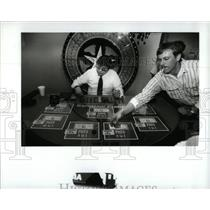 1987 Press Photo Indian Style Gambling