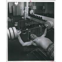 1971 Press Photo Asa McClellan uses weight machine at Texas-Southern University