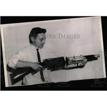1964 Press Photo Engineer Gaylen Lyell Boston exhibits - RRW58487