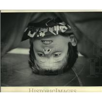 1986 Press Photo Aaron Dumke was upside down in a wrestling exercise session