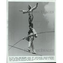 1987 Press Photo Enrico Wallenda and wife perform high-wire act in Baraboo, WI