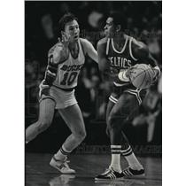1984 Press Photo Milwaukee Bucks - Mike Dunleavy Guards Quinn Buckner