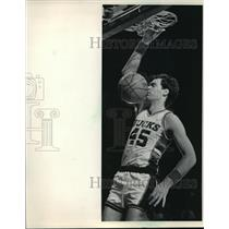 1985 Press Photo Milwaukee Bucks - Randy Breuer Dunks in Game with Atlanta Hawks