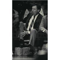 1985 Press Photo Milwaukee Bucks - Mike Dunleavy, Coach, During Game - mjt00207