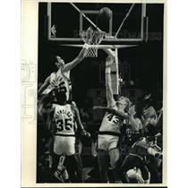 1987 Press Photo Milwaukee Bucks - Randy Breuer in Game with New York Knicks