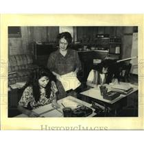 Press Photo Home Schoolingf - Trudy Donna teaches daughter at home in Meraux