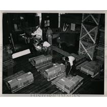 Press Photo Telescopic Conveyor Operation Illustration - RRW61433