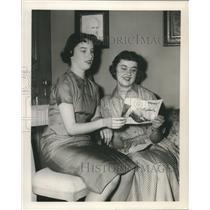 1958 Press Photo Mimi Hero and Nancy Neighbors of Sheridan, Wyoming - nox23576