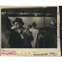 1937 Press Photo Bettors in underground Booking Room, Gambling - nox24356