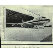 1968 Press Photo A new superjet Boeing 747 leaves its hanger after ceremonies