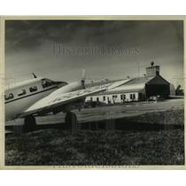 1950 Press Photo A plane at Alvin Callender Field in Belle Chasse - not03118