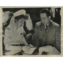 1944 Press Photo Dr. Howard Suenega applies to donate blood via Margaret Plotkin