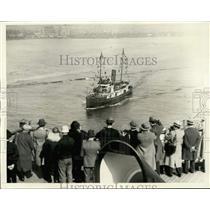 1930 Press Photo Macom steams to Leviathan at quarantine in New York Harbor