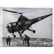 1950 Press Photo Helicopter drops Sailor RL Beasley on carrier deck