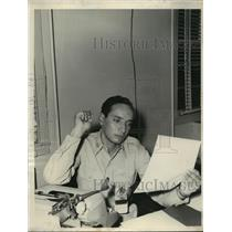 1959 Press Photo Airman 2/c Luis E.Bastidas checks William Tell Story He Wrote