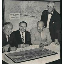 1958 Press Photo Green Springs Plaza Shopping Center Announcement Attendees