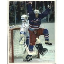 1992 Press Photo American skater scores a goal against Finland in the Olympics.