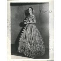 1934 Press Photo Mrs Pierpont Morgan Hamilton David Gardiner Prince Wales Gown