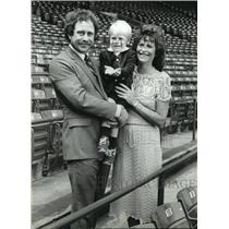 1983 Press Photo Milwaukee Brewers' Mike Caldwell, wife, Lynda & son, Daniel