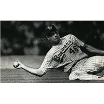 1992 Press Photo Milwaukee Brewers - Bill Wegman in Baseball Game - mjt01839
