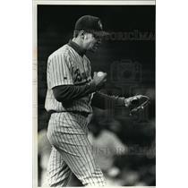 1992 Press Photo Brewers baseball's Bill Wegman shouts to himself during game