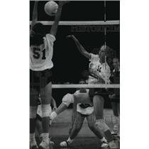 1992 Press Photo Wisconsin High School Volleyball: Catholic Memorial And Pius XI