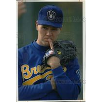 1993 Press Photo Milwaukee Brewers baseball pitcher, Cal Eldred, in pensive mood